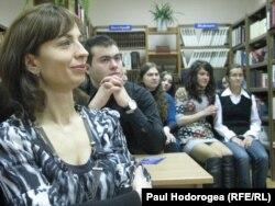Studenţi şi profesori veniţi la lansare