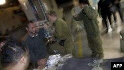 Раненый израильский солдат в районе Беэр-Шева, 13 января 2009