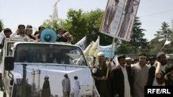 Demonstrators outside the Iranian Embassy in Kabul