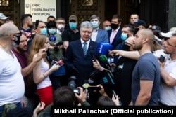 10 червня Петро Порошенко прийшов до Офісу генерального прокурора