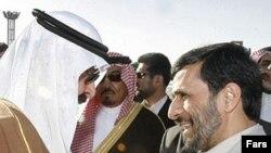 محمود احمدی نژاد نخستین ملاقات رسمی خود با مقامات رسمی عربستان را انجام داد.
