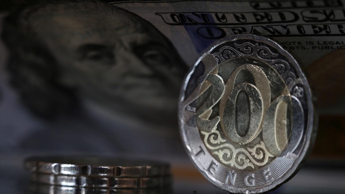 В ЦМАКП допустили рост курса доллара до 90 рублей и выше в случае второй волны коронавируса