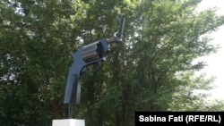Памятник в городе Сухуми. Иллюстративное фото.