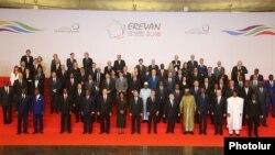 Лидеры стран-членов МОФ на 17-ом саммите организации в Ереване, 11 октября 2018 г.