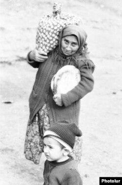 Вірменські біженці, які покинули Баку, 1989 (Photolure)