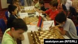 Հայկ Մարտիրոսյանը (աջ) խաղի ընթացքում