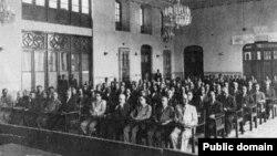 تصویری از «مجلس ملی آذربایجان» که در روز ۲۱ آذر سال ۱۳۲۴ تشکیل شد و در آن، خودمختاری آذربایجان و نخستوزیری پیشهوری اعلام شد.