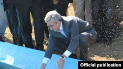 Armenia - President Serzh Sarkisian inaugurates a U.S.-funded water pumping facility in Tavush region, 31Aug2011.