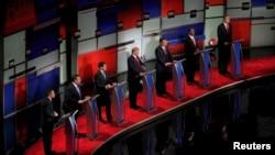 Kandidatët republikanë gjatë një debati të mëparshëm