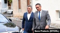 Predstavnik opozicionog Demokratskog fronta Milutin Đukanović i Aleksandar Damjanović po dolasku na sastanak sa ambasadorima zemalja EU