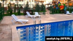 Бишкек шаары. Панфилов көчөсүндөгү бассейн.