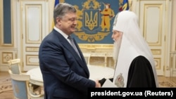 Ukrainian President Petro Poroshenko meets with Patriarch Filaret in Kyiv on April 18.