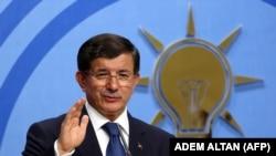 Исполняющий обязанности премьер-министра Турции Ахмет Давутоглу.