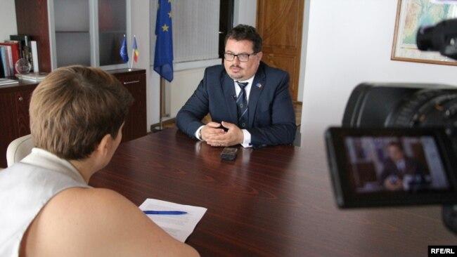 Ambasadorul UE la Chişinău, Peter Michalko, intervievat de Liliana Barbăroşie