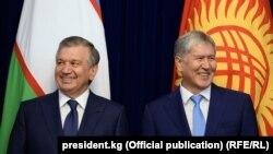 Президенты Узбекистана и Кыргызстана Шавкат Мирзиеев и Алмазбек Атамбаев. 6 сентября 2017 года.
