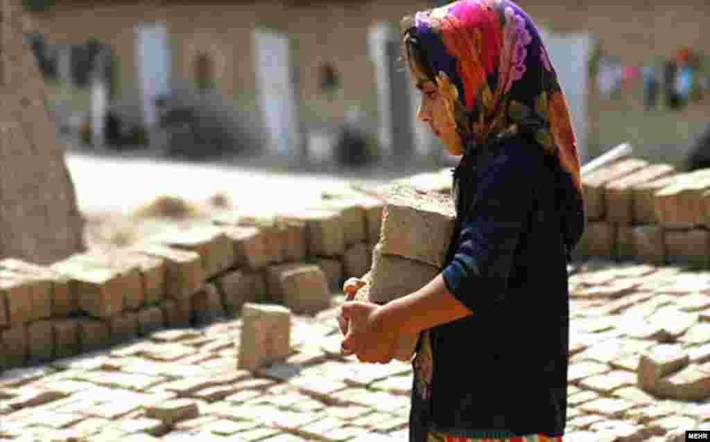 Children work in a brickyard in Iran. (RFE/RL / Aboutaleb Nadari)