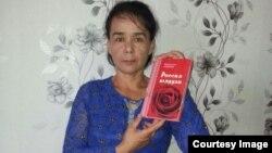 Andijonlik Muqaddas Azizova Novosibirskda ishlab topgan puliga Pugachyovaga atab she'riy to'plam chop etdi.