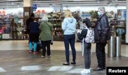 Nemačka je nakon četiri nedelje napravila prvi korak ka popuštanju mera uvedenih zbog pandemije (fotografija iz jednog tržnog centra u Nemačkoj 20. aprila)