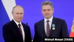 Nikolai Malinov with Vladimir Putin in Moscow on November 4.