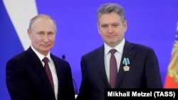 ნიკოლაი მალინოვი კრემლში, სახალხო ერთობის დღეს, სახელმწიფო პრემიების გადაცემისას რუსეთის პრეზიდენტთან, ვლადიმირ პუტინთან ერთად
