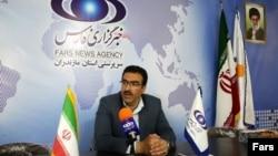 مهرداد ابراهیمی٬ مدیر کل سیاسی امنیتی مازندران، استانداری مازندران، تودیع و معارفه سه بخشدار مازندران را پشت درهای بسته برگزار کرده است.