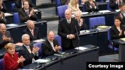 Norbert Lammert în mijlocul parlamentarilor