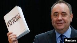 Միացյալ Թագավորություն - Շոտլանդիայի վարչապետ Ալեքս Սալմոնդը Գլազգոյում ներկայացնում է «Սպիտակ գիրքը», 26-ը նոյեմբերի, 2013թ․