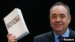 Alex Salmond holds the referendum white paper on independence during its launch in Glasgow, Scotland, November 26, 2013