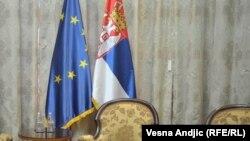 Флаги ЕС и Сербии в Белграде.