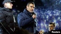 "Украина мухолифати етакчиси Виталий Кличко Украинада ""диктаторлик қулоч ёймоқда"", дея таъкидлади."