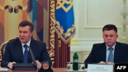 Украина президенті Виктор Янукович пен қорғаныс министрі Павел Лебедев. Киев, 14 ақпан 2014 жыл.
