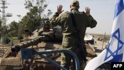 اسرائیل با دادن تضمین به مصر در مورد جان ایمن طه، جمال ابوالهاشم و صلاح البردویل به آنها امکان داد که جمعه ازمخفیگاه خود درغزه بیرون بیایند و با اتومبیل راهی مصرشوند. (عکس: AFP)