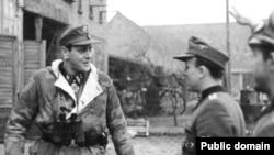 Отто Скорцени (слева). Померания, февраль1945 года