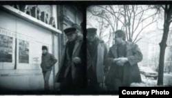 Regizorul ceh Miloš Forman fotografiat de poliţia secretă