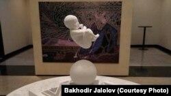 Фото композиции «Озодлику» предоставил ее автор Баходир Джалалов.
