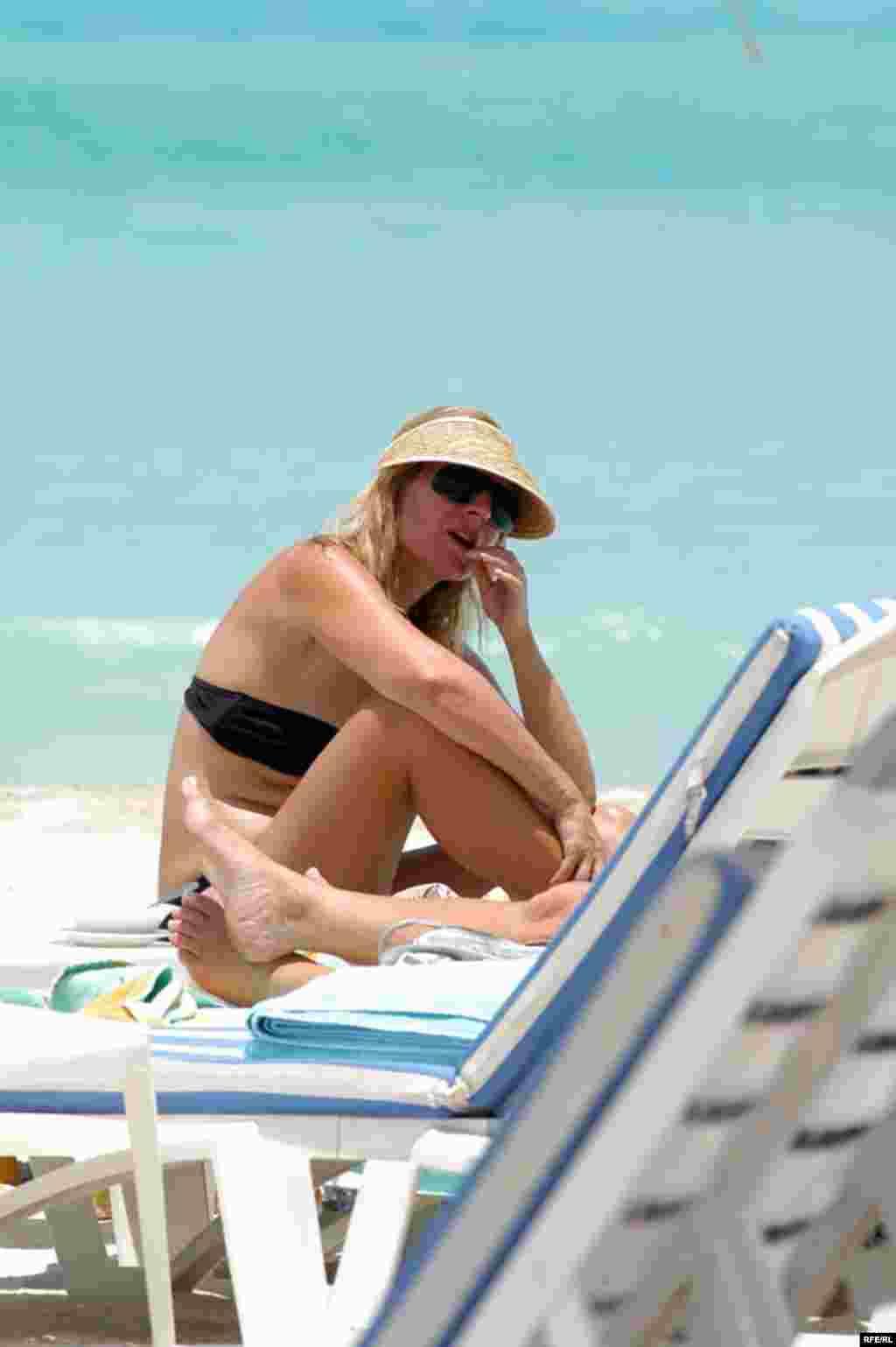 هزینه یک روز استفاده از ساحل و استخری یک هتل ساحلی در دبی کمتر از ۱۰۰ دلار است