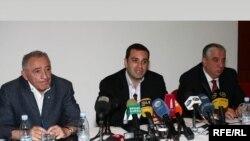 თბილისის მერობის კანდიდატები (მარცხნიდან მარჯვნივ): გოგი თოფაძე, ირაკლი ალასანია და გია ჭანტურია