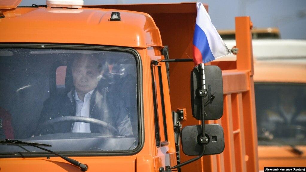 Картинки по запросу путин за рулем камаза через крымский мост фото