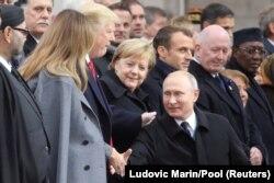 Presidenti Trump përshëndetet me homologun e tij rus, Vladimir Putin