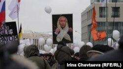 Активисты и граждане ставят кандидатам в президенты единые условия: добиться принятия нового избирательного законодательства и перевыборов в Госдуму.