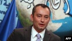 نيكولاي ملادينوف (من الارشيف)