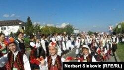 Novi Sad: Narodnim plesnom do Ginisa