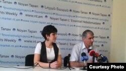 Փորձագետ Արփինե Ավետիսյանը եւ Հայաստանի գործատուների հանրապետական միության նախագահ Գագիկ Մակարյանը մամուլի ասուլիսում: