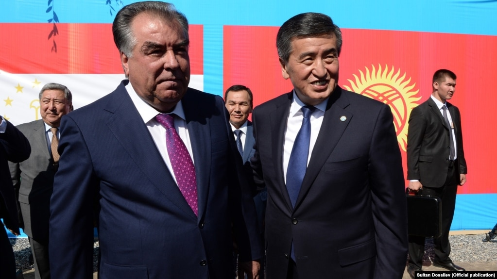 Tajik President Emomali Rahmon (left) and Kyrgyz President Sooronbai Jeenbekov talked to residents on both sides of the troubled border.