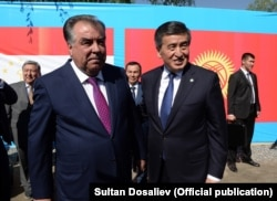 Then-Kyrgyz President Sooronbai Jeenbekov (right) met with Tajik President Emomali Rahmon in July 2019.