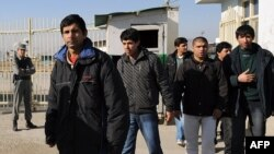 A group of Afghans leaves the airport following their deportation from France to Kabul. (file photo)