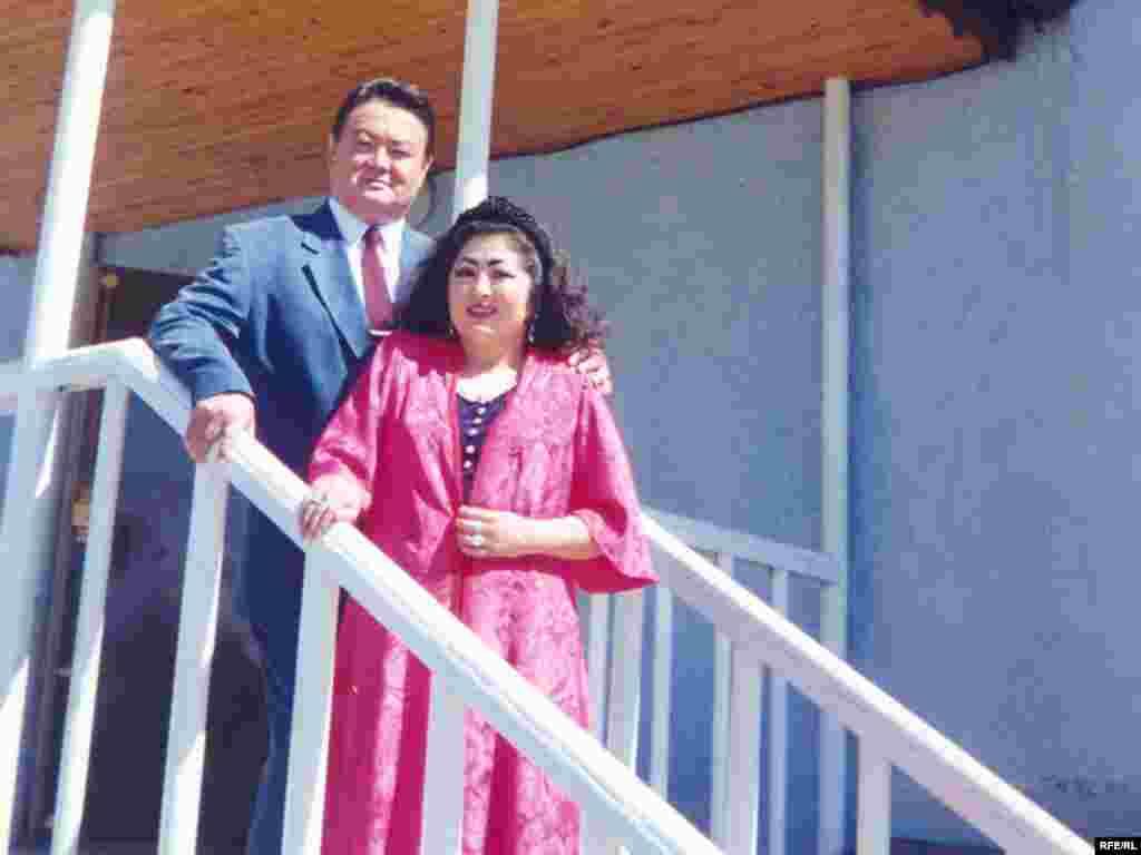 Заманбек Нуркадилов с супругой Макпал Жунусовой. 2002 год.