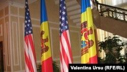 O cronică în imagini a vizitei senatorului McCain la Chișinău