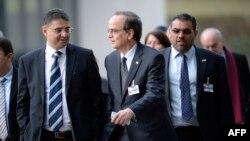Представители сирийской оппозиции на переговорах в Женеве, 25 января 2014