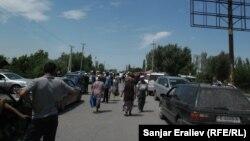 Джалал-Абад, автотрасса Бишкек-Ош, 4 июня 2013 года.